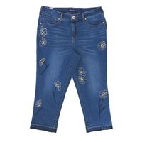 Bandolino Jeans Millie Curvy Straight Capri (SAGRES W/ FLORAL EMBROIDERED, 10)