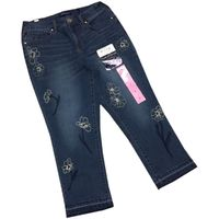 Bandolino Jeans Millie Curvy Straight Capri (SAGRES WithFloral Embroidered, 06)